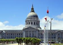 Το Σαν Φρανσίσκο Δημαρχείο είναι αρχιτεκτονική beaux-τεχνών και τοποθετημένος στο πολιτικό κέντρο πόλεων ` s Στοκ Εικόνα