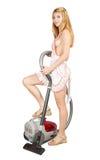 Το σεξουαλικό κορίτσι καθαρίζει επάνω μια ηλεκτρική σκούπα Στοκ φωτογραφίες με δικαίωμα ελεύθερης χρήσης