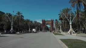 Το Σεπτέμβριο του 2018 της Βαρκελώνης, Ισπανία Ο τουρίστας έρχεται να επισκεφτεί διάσημο Acr de Triomf Το τόξο χτίστηκε από το δι απόθεμα βίντεο
