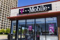 Το Σεπτέμβριο του 2016 της Ινδιανάπολης - Circa: Λιανικό ασύρματο κατάστημα της Τ-Mobile Η Τ-Mobile είναι ένας ασύρματος προμηθευ στοκ φωτογραφία με δικαίωμα ελεύθερης χρήσης