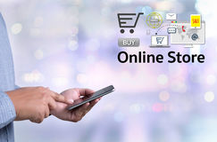 Το σε απευθείας σύνδεση κατάστημα προσθέτει στο κάρρο που το σε απευθείας σύνδεση κατάστημα διαταγής αγοράζει το κατάστημα σε απε Στοκ Εικόνες