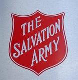 Το σημάδι λογότυπων Στρατού Σωτηρίας σε ένα από τα κέντρα βοήθειας στοκ εικόνα