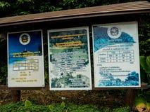 Το σημάδι παρουσιάζει ότι εισάγετε την αμοιβή και μερικούς κανόνες Koh Lanta μουγκρητού φυσικό στοκ εικόνες με δικαίωμα ελεύθερης χρήσης