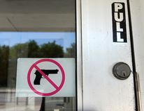 """Το σημάδι """"κανένα πυροβόλο όπλο """"στο Σικάγο, IL στοκ εικόνες με δικαίωμα ελεύθερης χρήσης"""