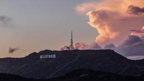 Το σημάδι Hollywood με τα σύννεφα θύελλας φιλμ μικρού μήκους