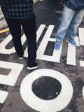 Το σημάδι κυκλοφορίας στην οδό Στοκ Φωτογραφία