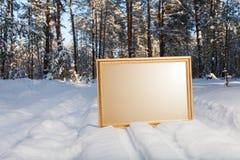 Το σημάδι στο δασικό υπόβαθρο Στοκ εικόνες με δικαίωμα ελεύθερης χρήσης