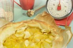 Το σιτάρι Querl κλίμακας κουζινών της Apple tarte αναδρομικό κοιτάζει Στοκ φωτογραφία με δικαίωμα ελεύθερης χρήσης
