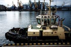 Το σκάφος είναι tugboat Στοκ εικόνες με δικαίωμα ελεύθερης χρήσης