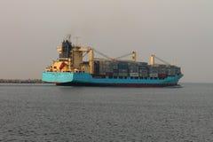 Το σκάφος εμπορευματοκιβωτίων BOMAR ΣΥΝΤΡΊΒΕΙ στοκ εικόνες με δικαίωμα ελεύθερης χρήσης