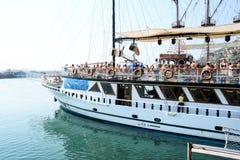 Το σκάφος πειρατών στην παραλία της Κλεοπάτρας Στοκ φωτογραφία με δικαίωμα ελεύθερης χρήσης