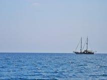 Το σκάφος στον ορίζοντα Στοκ Εικόνα