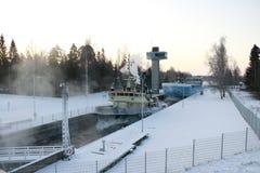 Το σκάφος στο σύνολο καναλιών του πάγου Στοκ Εικόνα
