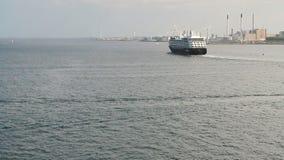 Το σκάφος της γραμμής κρουαζιέρας βάζει έξω στη θάλασσα Κοπεγχάγη Δανία απόθεμα βίντεο