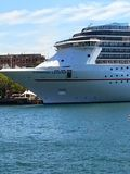 Το σκάφος της γραμμής κρουαζιέρας πολυτέλειας στην κυκλική αποβάθρα, λιμάνι του Σίδνεϊ, Σίδνεϊ, NSW, Αυστραλία στοκ εικόνες