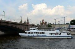 Το σκάφος ` argo-2 ` μηχανών στον ποταμό της Μόσχας Στοκ φωτογραφία με δικαίωμα ελεύθερης χρήσης