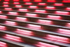 Το σκαλοπάτι με το κόκκινο φως σε το Στοκ φωτογραφία με δικαίωμα ελεύθερης χρήσης