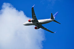 Το Σκανδιναβικό σύστημα Boeing αερογραμμών της SAS 737 επόμενα αεροσκάφη GEN πετά στον ουρανό μετά από την αναχώρηση από το διεθν Στοκ φωτογραφίες με δικαίωμα ελεύθερης χρήσης