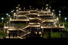 Το σκαλοπάτι νύχτας ανάβει τους ανθρώπους Στοκ φωτογραφία με δικαίωμα ελεύθερης χρήσης