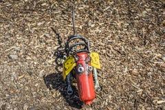 Το σκυλί που γίνεται από τα μέρη μετάλλων Στοκ εικόνα με δικαίωμα ελεύθερης χρήσης