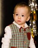 Το σοβαρό χαριτωμένο μωρό κοιτάζει μακριά Πορτρέτο στοκ εικόνες