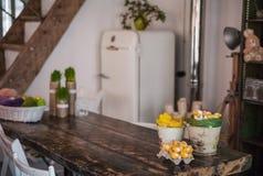 Το σοφίτα-σπίτι είναι διακοσμημένο για Πάσχα Σπίτι ντεκόρ Πάσχας Στοκ εικόνα με δικαίωμα ελεύθερης χρήσης