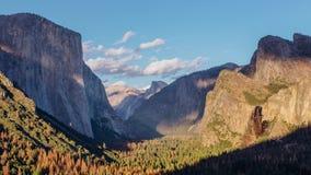 Το σούρουπο εγκαθιστά στην κοιλάδα Yosemite, Καλιφόρνια απόθεμα βίντεο