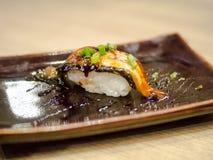 Το σούσι είναι ιαπωνικά τρόφιμα Στοκ φωτογραφία με δικαίωμα ελεύθερης χρήσης