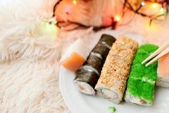 Το σούσι κυλά τα Χριστούγεννα Στοκ εικόνα με δικαίωμα ελεύθερης χρήσης
