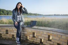 το σπάσιμο παίρνει τις νεολαίες γυναικών Στοκ Εικόνα