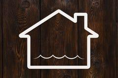 Το σπίτι εγγράφου με τα κύματα νερού μέσα, αφαιρεί την εννοιολογική εικόνα Στοκ Φωτογραφία
