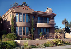 το σπίτι ισπανικά κεράμωσ&epsilon στοκ εικόνες με δικαίωμα ελεύθερης χρήσης