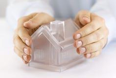 το σπίτι προστατεύει το σ& στοκ φωτογραφία