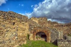 Το σπίτι των αρχαίων ρωμαϊκών καταστροφών, μέρος των περιοχών παγκόσμιων κληρονομιών της ΟΥΝΕΣΚΟ Βρίσκεται κοντά στη Νάπολη Στοκ Φωτογραφίες