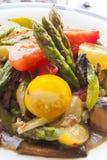 Το σπαράγγι και η ντομάτα ανακατώνουν τα τηγανητά στοκ φωτογραφία με δικαίωμα ελεύθερης χρήσης