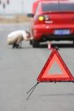 το σπασμένο αυτοκίνητο έχ&ep στοκ εικόνες με δικαίωμα ελεύθερης χρήσης