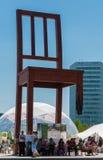 Το σπασμένο μνημείο εδρών Στοκ φωτογραφία με δικαίωμα ελεύθερης χρήσης