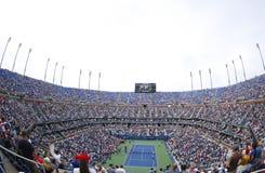 Το στάδιο του Άρθουρ Ashe στο εθνικό κέντρο αντισφαίρισης βασιλιάδων της Billie Jean κατά τη διάρκεια των ΗΠΑ ανοίγει 2013 πρωταθ στοκ εικόνα με δικαίωμα ελεύθερης χρήσης