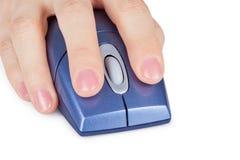 το στενό χέρι υπολογιστών  στοκ φωτογραφία με δικαίωμα ελεύθερης χρήσης