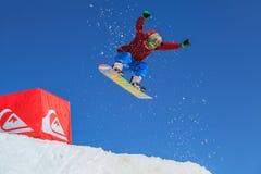Το στρατόπεδο Quiksilver είναι δραστηριότητα αθλητισμού και ψυχαγωγίας χειμερινών βουνών για τους αναβάτες σκι και σνόουμπορντ Μύ στοκ φωτογραφίες με δικαίωμα ελεύθερης χρήσης