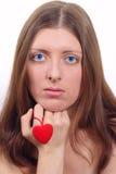 Το συμπαθητικό κορίτσι με την καρδιά Στοκ Εικόνες