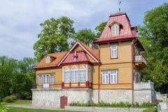 Το συμπαθητικό ξύλινο σπίτι στο κέντρο Kuressaare, Εσθονία, 2018, 14 του Ιουλίου στοκ εικόνα με δικαίωμα ελεύθερης χρήσης