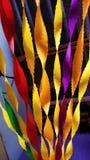 Το συναρπαστικό κόμμα χρωματίζει το ζωηρόχρωμο έγγραφο κορδελλών ευνοιών διακοσμήσεων Στοκ φωτογραφίες με δικαίωμα ελεύθερης χρήσης