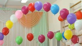 Το σχέδιο μιας αίθουσας στα μπαλόνια παιδικών σταθμών απόθεμα βίντεο
