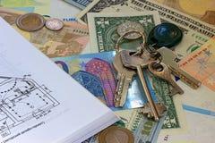 Το σχέδιο ορόφων κλειδώνει τα μετρητά και το υπόβαθρο νομισμάτων Στοκ φωτογραφίες με δικαίωμα ελεύθερης χρήσης