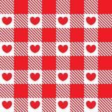 Το σχέδιο στο κόκκινο κύτταρο με τις καρδιές Στοκ φωτογραφία με δικαίωμα ελεύθερης χρήσης