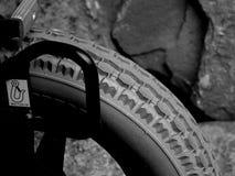 Το σχήμα βήματος ενός ελαστικού αυτοκινήτου σκληρού λάστιχου στοκ φωτογραφίες