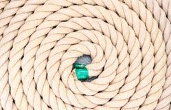 Το σχοινί κουλουρίασε επάνω στους κύκλους Στοκ Εικόνα