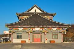 Το σύγχρονο σπίτι ενσωμάτωσε το ύφος παραδοσιακού κινέζικου Στοκ Εικόνες