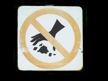 Το σύμβολο απαγορεύει για να εγκαταλείψει τα απορρίματα στοκ εικόνες